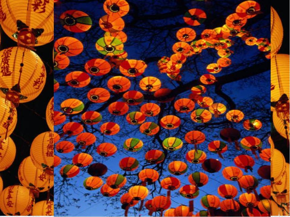 Тысячи фонарей зажигаются во время процессий, чтобы осветить путь в Новый год