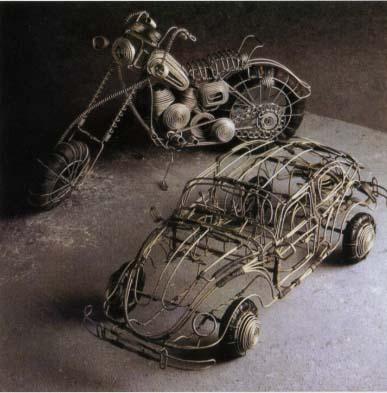 Мотоцикл и «фольксваген» были сделаны в Зимбабве.