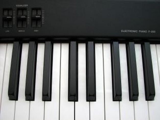 C:\Users\MуртазинA\Desktop\electronic-piano_2576996.jpg