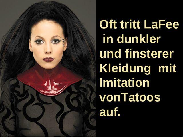 Oft tritt LaFee in dunkler und finsterer Kleidung mit Imitation vonTatoos auf.