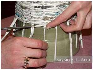 Плетёная корзина с крышкой. Плетение из газет