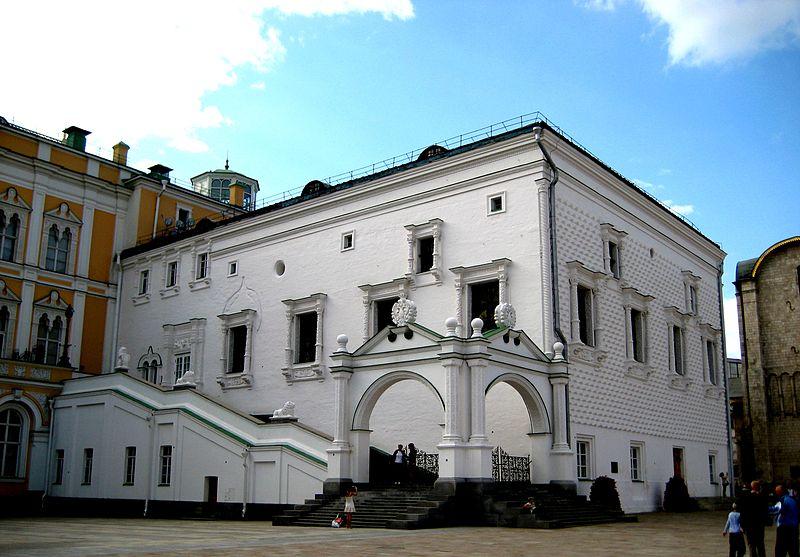 https://upload.wikimedia.org/wikipedia/commons/thumb/5/55/Granovitaya_palata_01.JPG/800px-Granovitaya_palata_01.JPG
