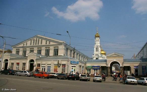 https://upload.wikimedia.org/wikipedia/commons/thumb/e/ed/Rostov-na-Donu_Centralny_rynok.jpg/1024px-Rostov-na-Donu_Centralny_rynok.jpg