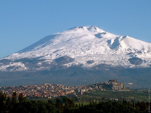 http://phototravelguide.ru/wp-content/uploads/2011/01/Etna-02.jpg