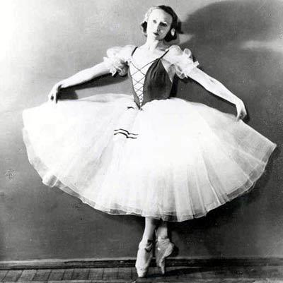 http://www.peoples.ru/art/theatre/ballet/ulanova/ulanova_20103.jpg