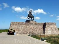 Конный памятник императрице Елизавете Петровне