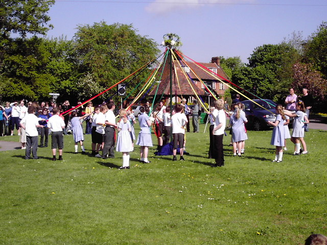 C:\Documents and Settings\User\Рабочий стол\print\Maypole_Dancing_on_Village_Green_-_geograph.org.uk_-_1628839.jpg