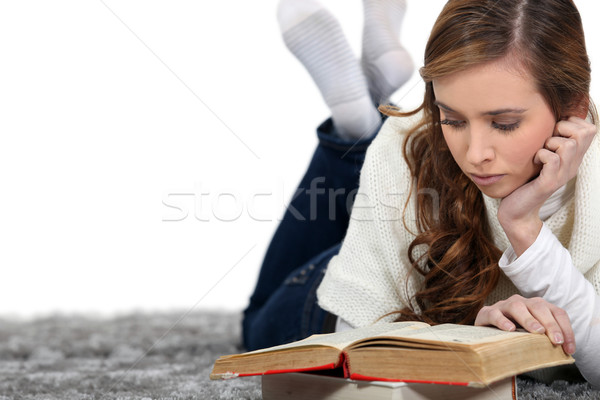 http://tr.stockfresh.com/files/p/photography33/m/20/2061029_stock-photo-relaxed-girl-reading-a-book.jpg