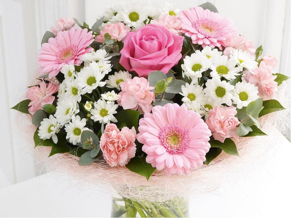 открытки с цветами красивые розы хризантемы с пожеланиями процессе наклеивания она