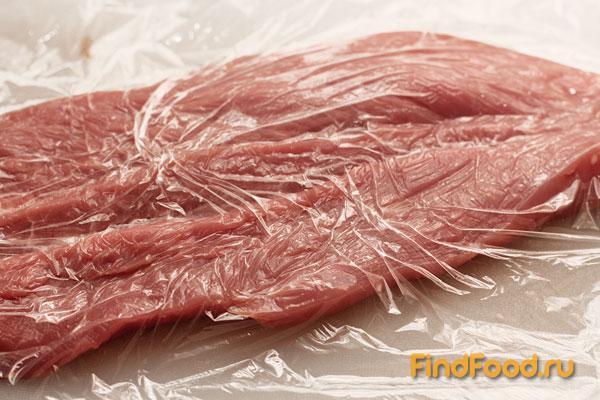 Рулет из свинины с курицей и грибами - фото 2 шага