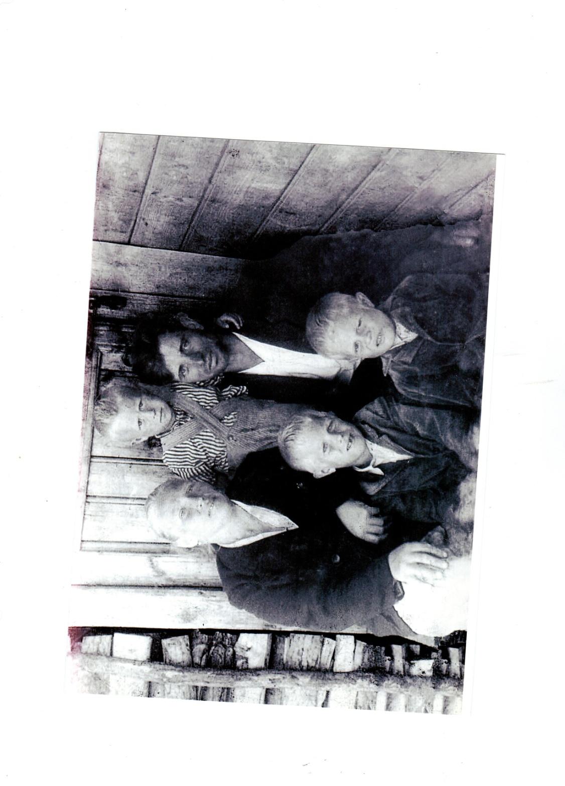 C:\Documents and Settings\Admin\Рабочий стол\Новая папка (7)\тамара Никандровна со своей семьей.jpg