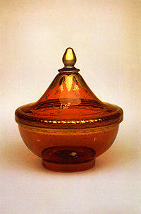 http://upload.wikimedia.org/wikipedia/commons/thumb/0/05/Vase_of_St_Peterburg_s_Glass_Factory_Second_half_of_XVIII_c.jpg/200px-Vase_of_St_Peterburg_s_Glass_Factory_Second_half_of_XVIII_c.jpg