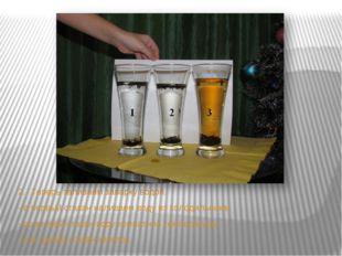 2.Теперь заливаем заварку водой. - в первый стакан наливаем воду из холодиль