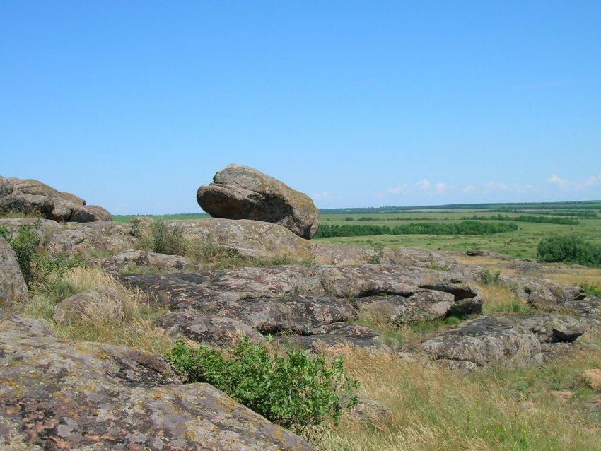 Фото достопримечательностей Донецка и Донецкой области: Некоторые камни так причудливо расположены, что вызывают разные ассоциации