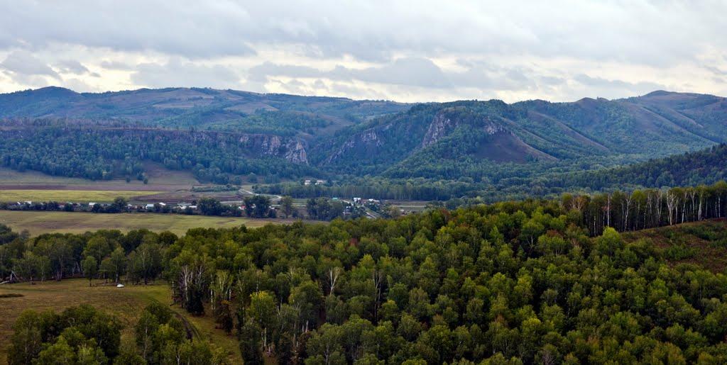 Вдалеке ущелье Мурадымово - Россия, Башкортостан - Фотографии на карте.