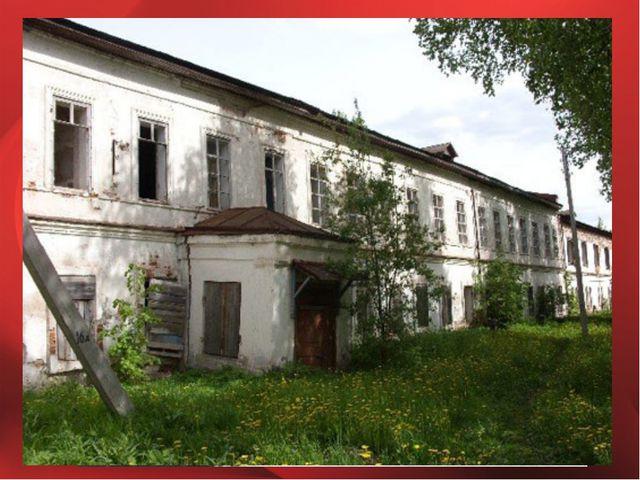 Возвращается в село Никольское и поступает в Тотемский лесотехнический техник...