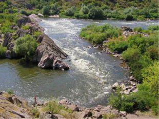 Внутренние воды К рекам Украины относятся – Днепр, Южный Буг т Дунай. Много р