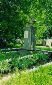 памят Герою Комарову