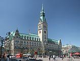 http://upload.wikimedia.org/wikipedia/commons/thumb/e/e7/HH_Rathaus_pano1.jpg/157px-HH_Rathaus_pano1.jpg