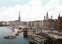 http://upload.wikimedia.org/wikipedia/commons/thumb/3/31/Hamburg_Jungfernstieg_%281890-1900%29.jpg/200px-Hamburg_Jungfernstieg_%281890-1900%29.jpg
