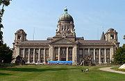 http://upload.wikimedia.org/wikipedia/commons/thumb/3/37/Hamburg.Oberlandesgericht.wmt.jpg/180px-Hamburg.Oberlandesgericht.wmt.jpg