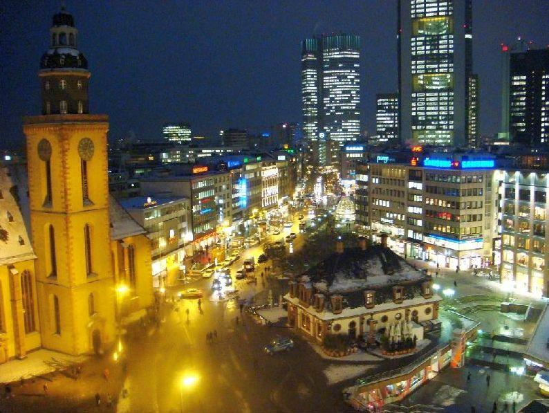Цайл Франкфурта ночью