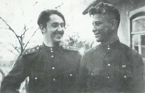 C:\Users\Аля\Desktop\маме\варенников\Старший лейтенант Варенников и лейтенант Шелудько. Юго-Западный фронт, Северный Донец, Бакалея. 1943 г..jpg