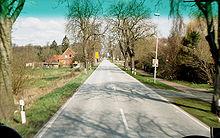 http://upload.wikimedia.org/wikipedia/commons/thumb/6/6e/Deutschen_Alleenstrasse.jpg/220px-Deutschen_Alleenstrasse.jpg