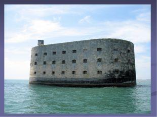 Крепость на этом искусственном острове быстро утратила свое военное и страте