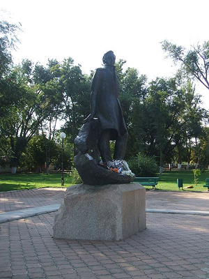 C:\Users\sitOK\Desktop\к реферату о Лермонтове\lermontov в Тамани скульптор Бродский.jpg
