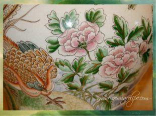 Символом императриц стало существо с головой фазана, В Китае феникс называетс