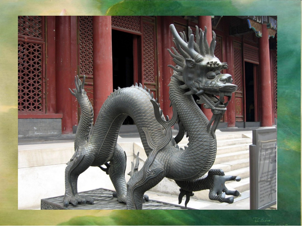 В китайском декоре соединились стилизация и натуралистичность.