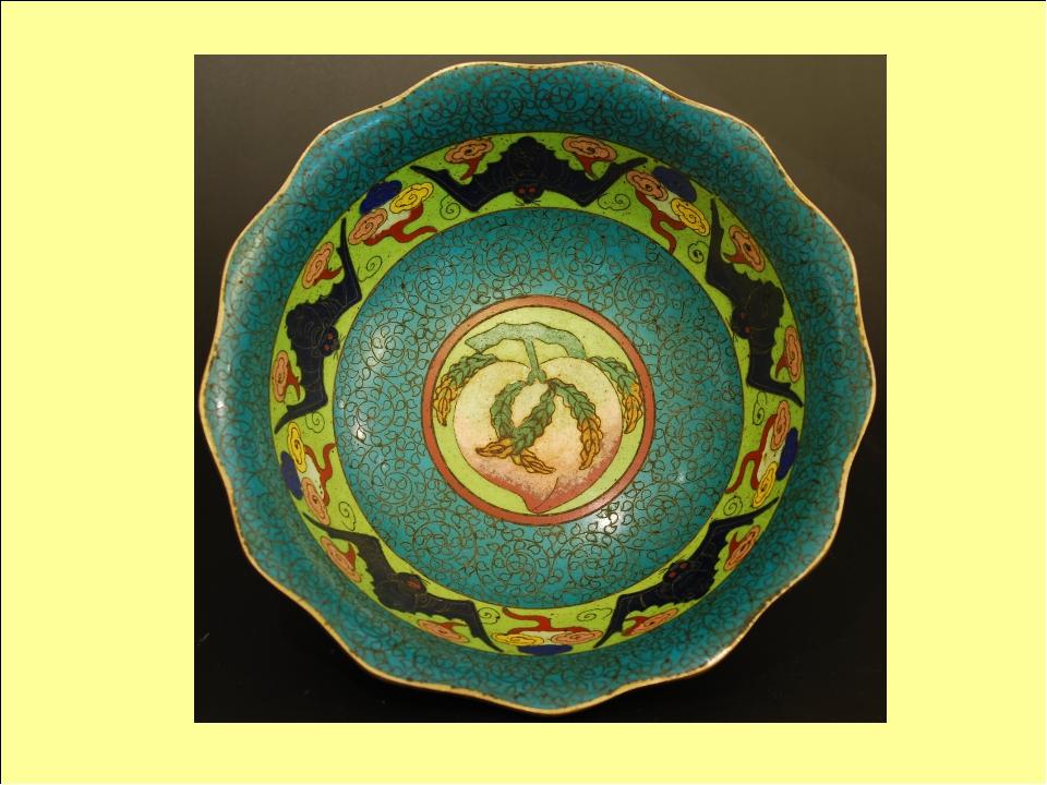 Элементы орнамента Важными элементами стали изображения, несущие в себе магич...