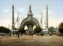 https://upload.wikimedia.org/wikipedia/commons/thumb/5/5a/Grand_entrance%2C_Exposition_Universal%2C_1900%2C_Paris%2C_France.jpg/220px-Grand_entrance%2C_Exposition_Universal%2C_1900%2C_Paris%2C_France.jpg