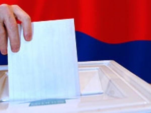 Соседи, не дожидаясь итогов выборов, ринулись поздравлять Путина: все на бумаге, а японцы - по телефону
