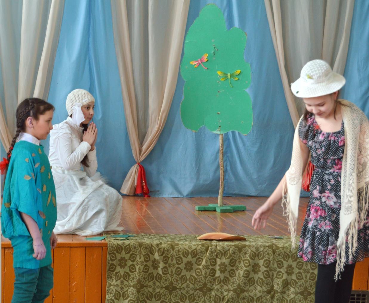 D:\ФОТО\school childs\сценарии постановка\девочка наступившая на хлеб\DSC_0719.JPG
