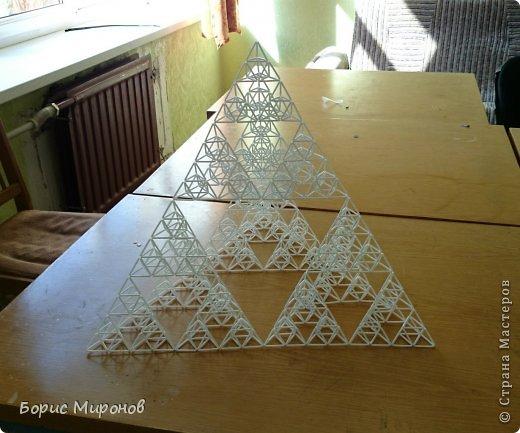 Коллективная работа Моделирование конструирование Фрактальная пирамида Трубочки коктейльные фото 6