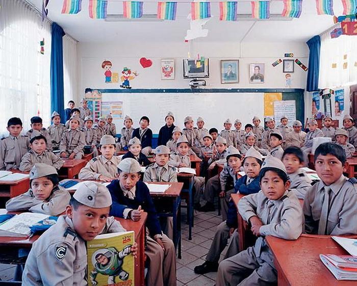 Школьная фотография на уроке математики в перуанской школе (г. Куско)
