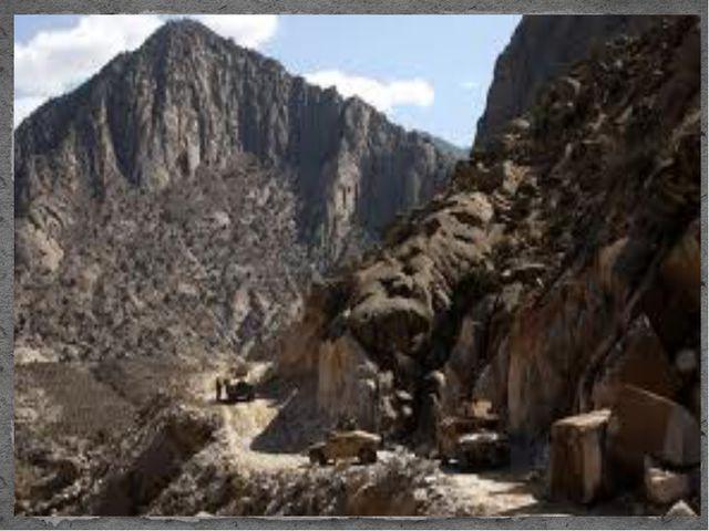 Около 75% территории Афганистана занимают горные и возвышенные районы систем...