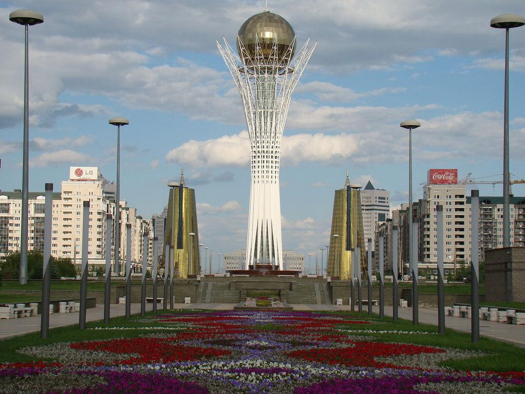 http://upload.wikimedia.org/wikipedia/kk/1/19/Astana-baiterek21.jpg