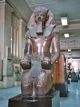 https://upload.wikimedia.org/wikipedia/commons/thumb/7/7b/Egypt.Thutmose-III.statue.jpg/307px-Egypt.Thutmose-III.statue.jpg