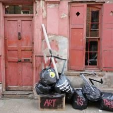 Рисунки на мусоре от франсиско де паджаро