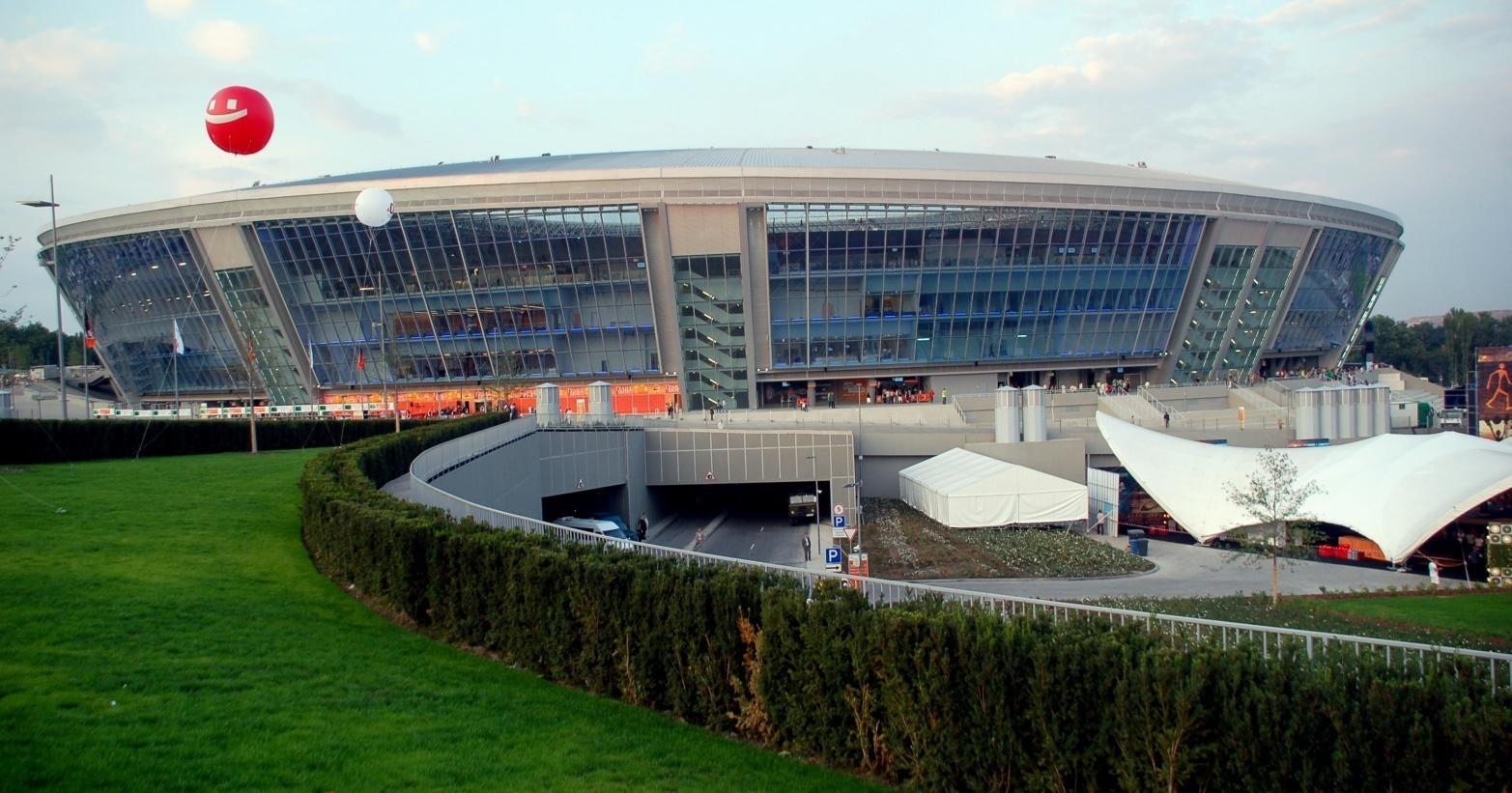 https://upload.wikimedia.org/wikipedia/ru/archive/1/1c/20090901075612!Donbass_Arena_open.jpg