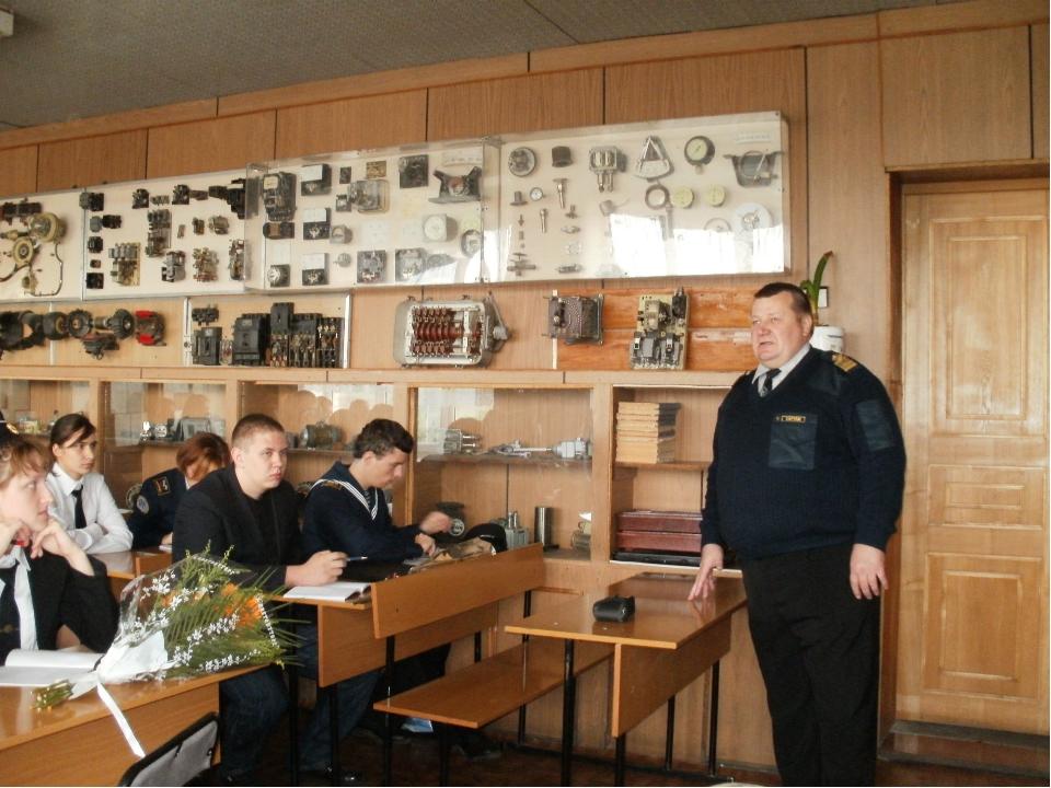 Содержательная беседа с курсантами состоялась у капитана дальнего плавания Бе...