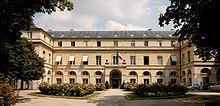 http://upload.wikimedia.org/wikipedia/commons/thumb/5/56/Ministere_de_la_Recherche_Paris.jpg/220px-Ministere_de_la_Recherche_Paris.jpg