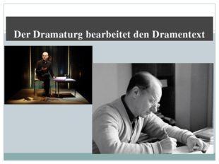Der Dramaturg bearbeitet den Dramentext