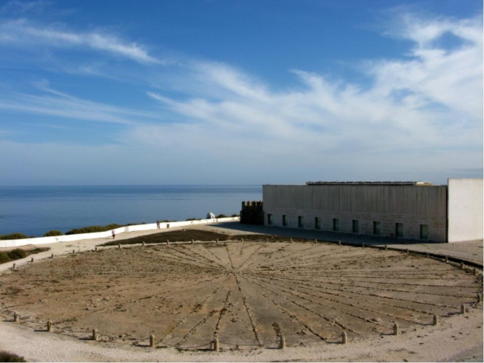 Почему в 15 веке Португалия стала лидером в мореплавании?