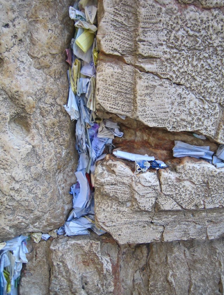 C:\Users\Андрей\Downloads\prayer_papers_in_the_western_wall.jpg