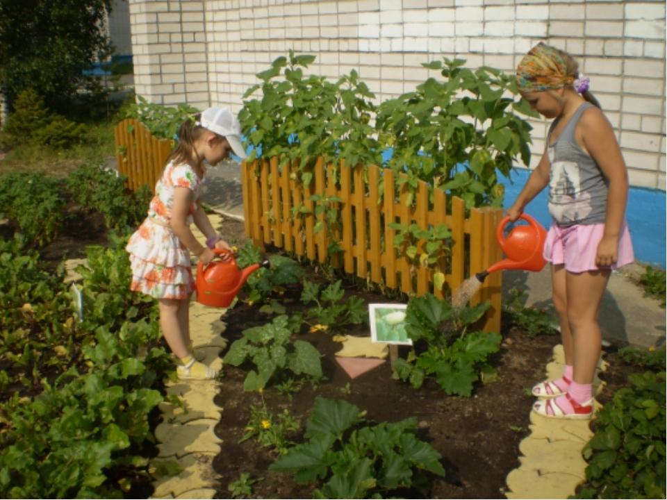 Оформление детского сада и огорода своими руками