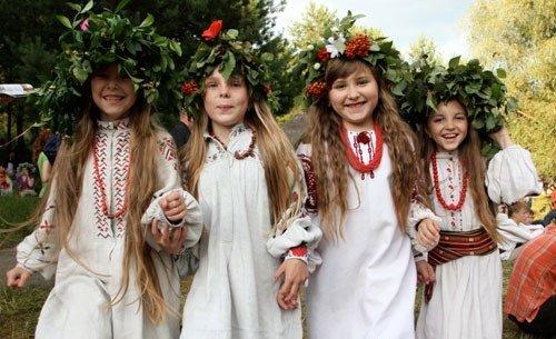 http://admin.ui.ua/content/images/tradicii-obryady/kalendarnye-obryady/agrarnye_zeleni_svyata.jpg